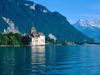 Chillon_Castle,_Lake_Geneva,_Switzerland_1_resize.jpg