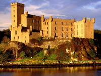 Dunvegan_Castle,_Isle_of_Skye,_Scotland_resize.jpg