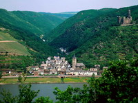 Maus_Castle_on_the_Rhein_River,_Germany_resize.jpg