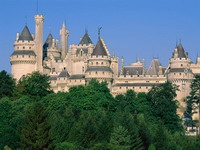 Pierrefonds_Castle,_France_resize.jpg
